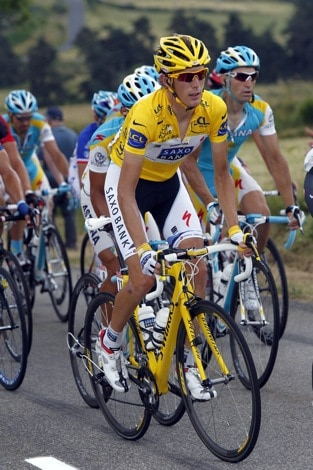 Contador Cuts Deficit to Schleck