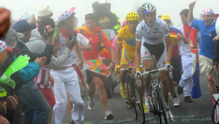 s17-gall-fans3SCHLECK-CONTADORys-roadbikeaction.jpg