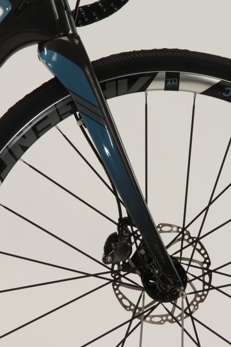 The Renegade's fork sports a 15mm Maxle thru-axle.