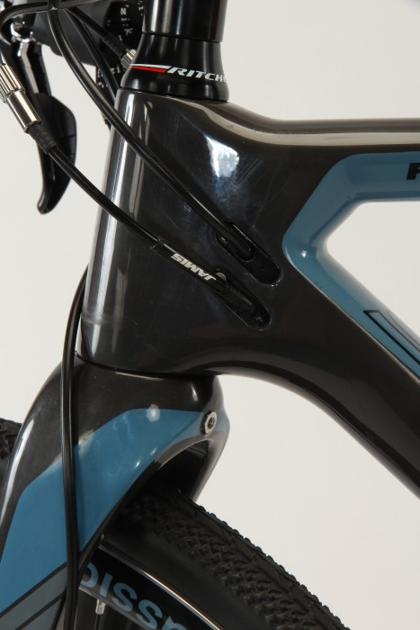 The Renegade has a tapered head tube and internal cable routing.
