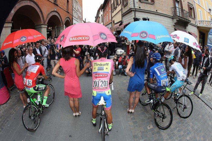 The leaders of the four classifications received some special treatment before the start of a rainy Stage 12.