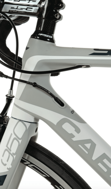 The Carrera SL950's headset consists of a tapered steerer tube to balance stiffness with compliance.