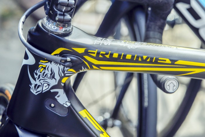 Pinnacle provided Froome with a custom paint job for his Dogma race bike.
