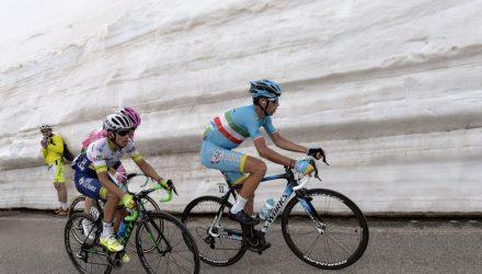 Giro d'Italia 2016 - 99a edizione - 19a Tappa Pinerolo - Risoul 162 km - 27/05/2016 - Johan Esteban Chaves (Orica GreenEDGE) - Vincenzo Nibali (Astana) - foto Dario Belingheri/BettiniPhoto©2016