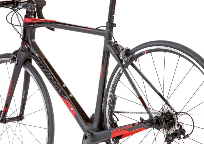 Wilier kept the frame design clean with full internal cable routing and an integrated fork design. Combine this with alternating matte and gloss graphics, and the GTR SL has a sleek presentation.