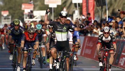 Abu Dhabi Tour 2017 - 1st stage Madinat Zayed -Madinat Zayed, 187 km - 23/02/2017 - Niccolo Bonifazio (ITA - Bahrain - Merida) - Mark Cavendish (GBR - Dimension Data) - Simone Consonni (ITA - UAE Abu Dhabi) - Roberto Bettini/BettiniPhoto©2017